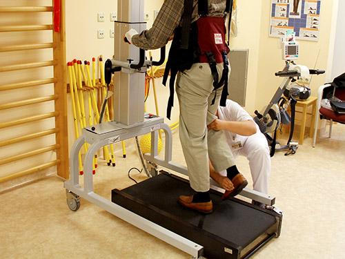 Rehabilitation mit LitegGait und GaitKeeper zur Gangtherapie