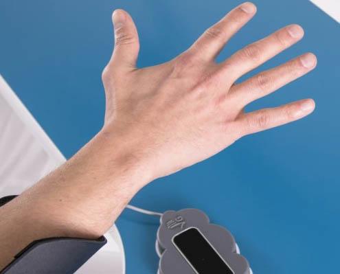 Gloreha Aria - Hand über Sensor