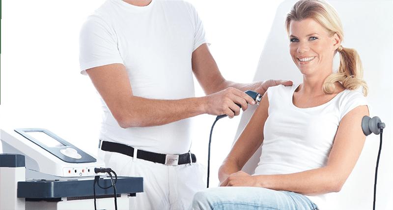 Gerät für Ultraschall-, Kombinations- und Zwei-Kanal- Elektrotherapie an der Schulter