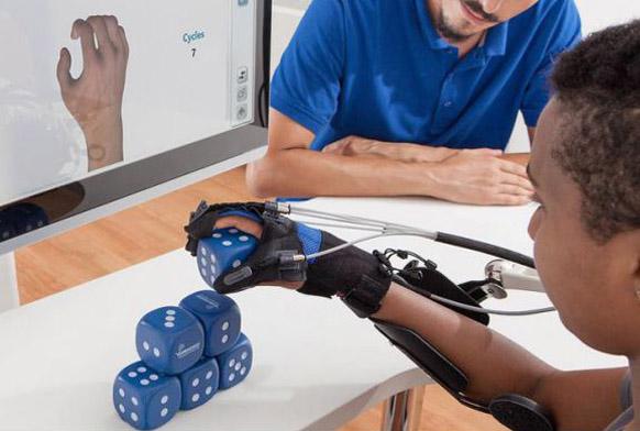 Handreha - Handtherapie und Handrehabilitation mit der Gloreha Workstation in der Ergotherapie. Ergotherapeutisch für die Hand - assistiv und passiv - Ergo und Ergotherapie